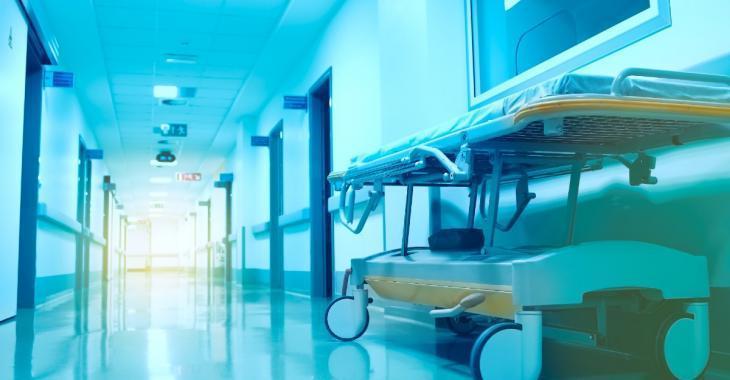 Une femme de 20 ans se réveille à la morgue sur le point d'être embaumée