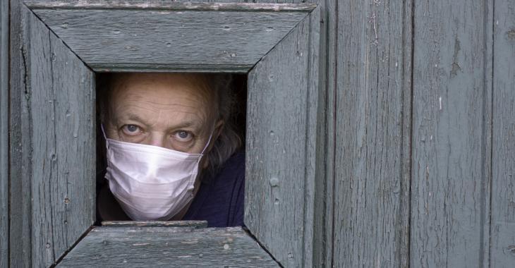 Les autorités décident de rendre obligatoire le port du masque dans tout Paris.