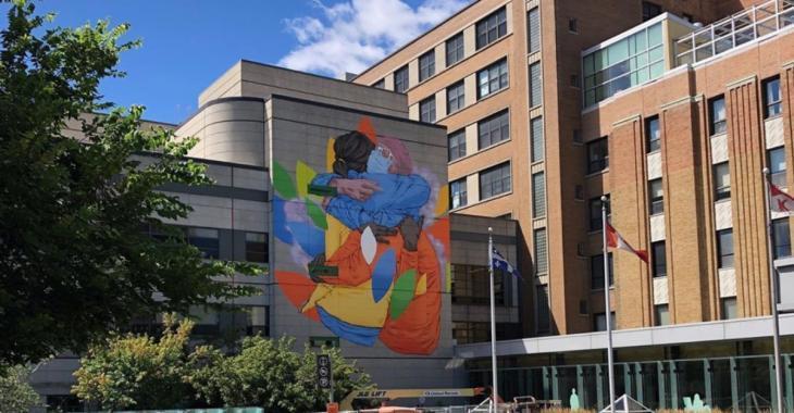 Une immense murale en hommage aux travailleurs de la santé à Montréal