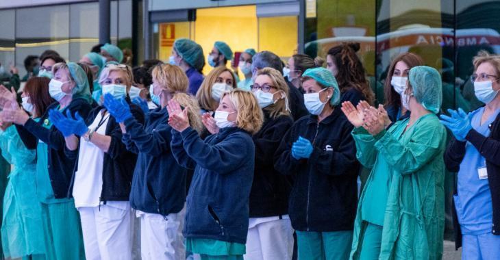 Les infirmières du Québec plus débordées par la pandémie que partout ailleurs au pays.