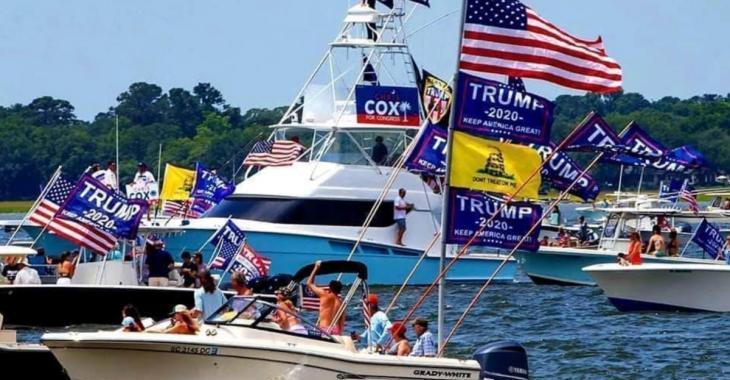 Plusieurs bateaux coulent pendant la «Trump Boat Parade» au Texas